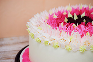 Cake with pink flower frosting decorations